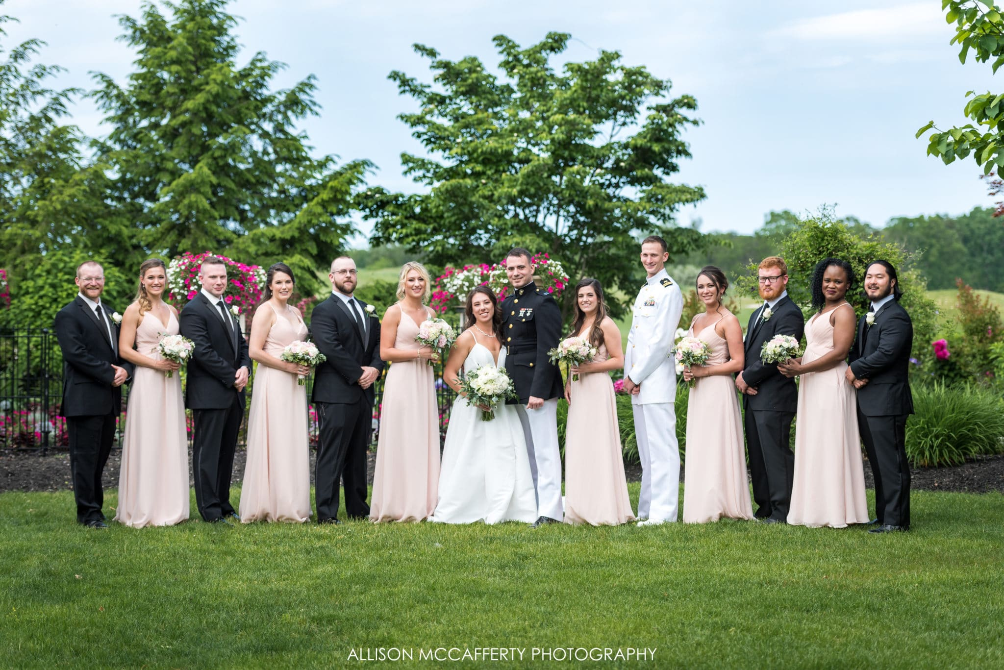 Full bridal party photo at scotland run